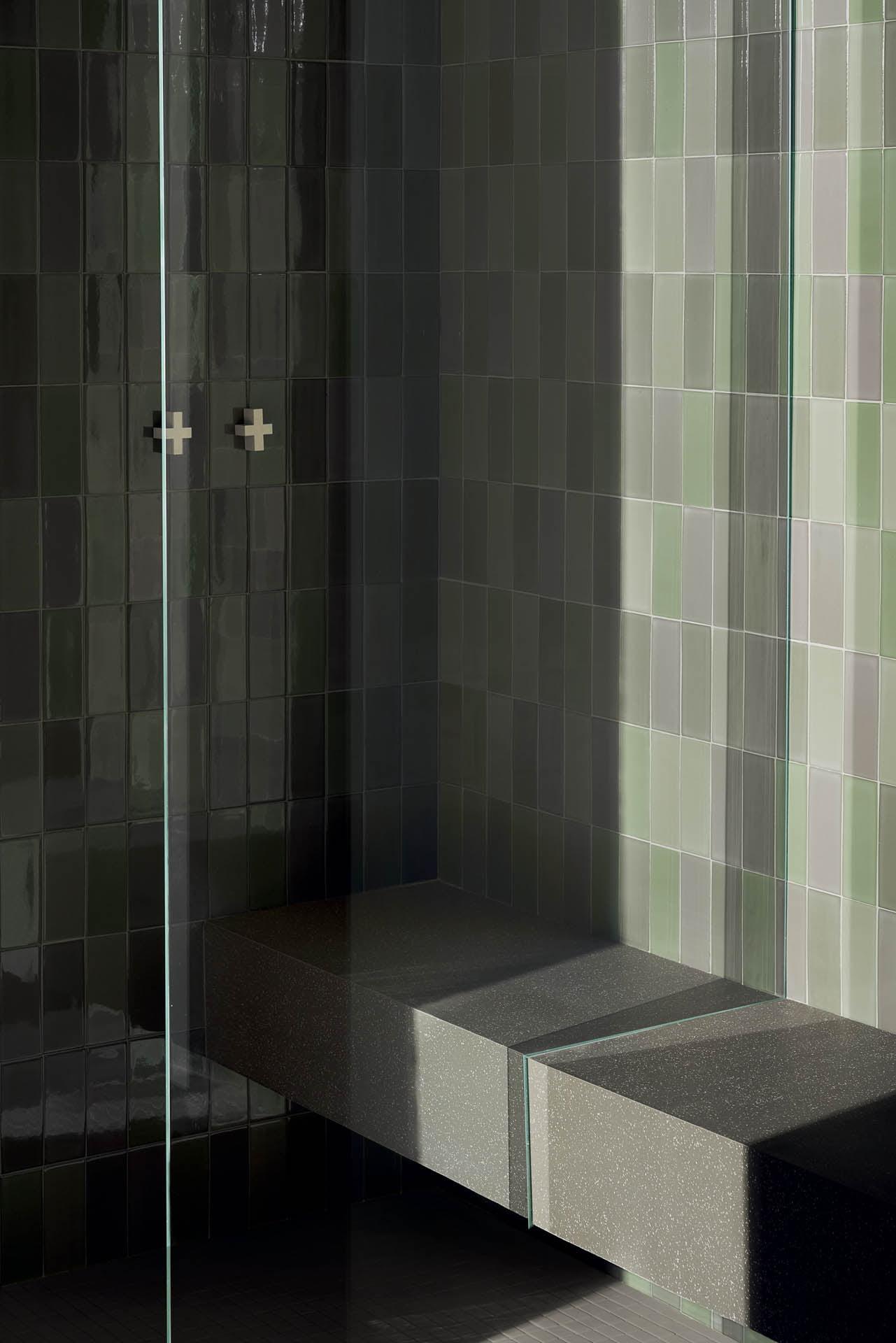 """Wall Brick Lux Verde 6,5x15,5 - Floor Cosmo Verde 80x80 32""""x32""""/ Micro Cosmo Verde 29,5x29,5 12""""x12"""" Bench Cosmo Verde 80x80 32""""x32"""""""
